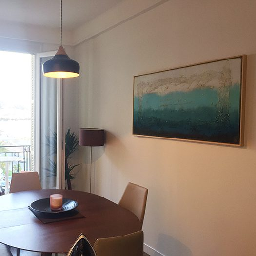 Modern schilderij in een woonkamer van een Franse klant.